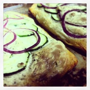 pizza zucchini and purple onion